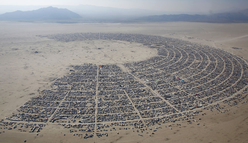 Ez nem egy idegen civilizáció által megszállt marsi terület, hanem a Black Rock sivatag, a Burning Man helyszíne madártávlatból.