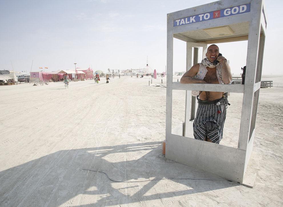 Ebben a telefonfülkében pedig Istennel cseveghetett bárki!